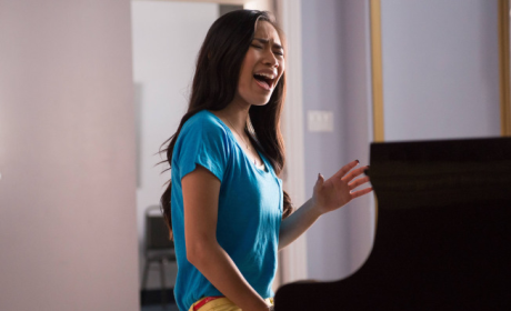 Jessica Sanchez on Glee: First Look!