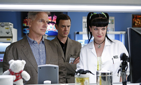 NCIS Photo Gallery: An Explosive Premiere
