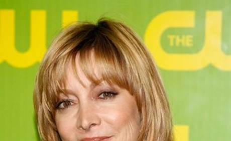 Sharon Lawrence to Play Izzie's Mom