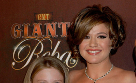 More Kelly Clarkson Pictures From Recent CMT Event