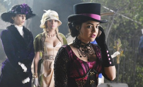 Pretty Little Liars Halloween Episode: First Photos!