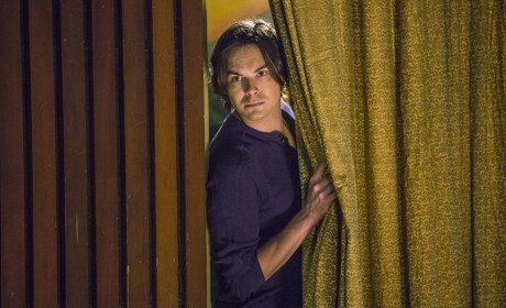 Ravenswood Review: Family Ties