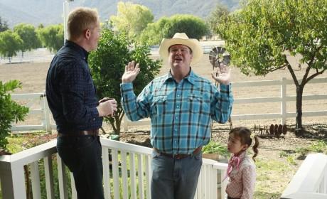 Modern Family: Watch Season 5 Episode 8 Online
