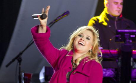 Kelly Clarkson Books Ticket to Nashville