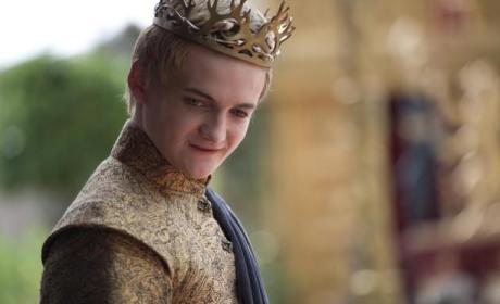 Game of Thrones Showrunners Sign on Through Season 6