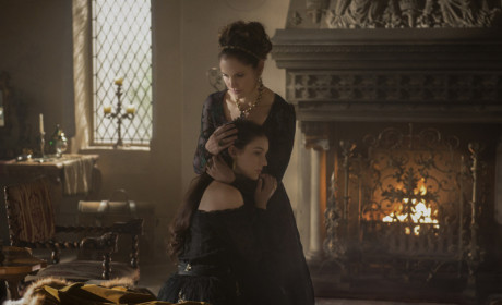Amy Brenneman on Reign: First Look!