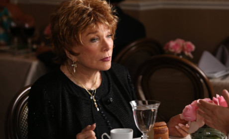 Shirley MacLaine on Glee: First Look!