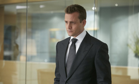 Suits: Watch Season 4 Episode 1 Online