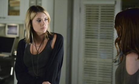 Hanna Gives Ashley the Look