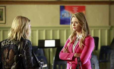 Pretty Little Liars Review: Seeing Clearly