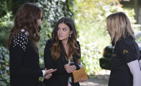 What's In the Pouch - Pretty Little Liars Season 5 Episode 10