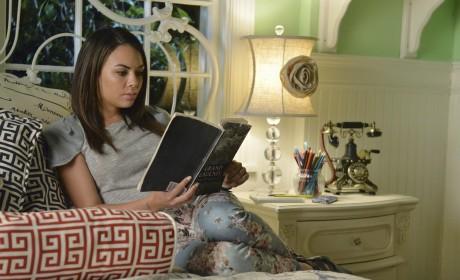 Mona's Room - Pretty Little Liars Season 5 Episode 12