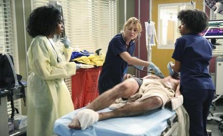 Meredith in Charge - Grey's Anatomy Season 11 Episode 1