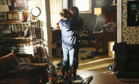 Desperate Embrace - Nashville Season 3 Episode 1