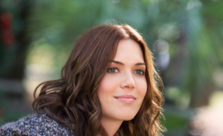 Mandy Moore Scrubs in to Red Band Society