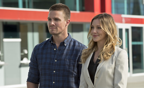 Friends at Last - Arrow Season 3 Episode 1