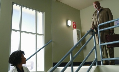 Stopping on the Stairwell - Grey's Anatomy Season 11 Episode 2