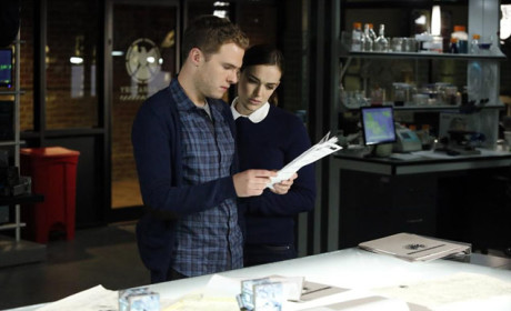 Fitz Talks to Simmons on Agents of S.H.I.E.L.D. Season 2 Episode 2