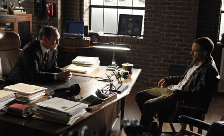 Hunter Meets Privately with Coulson on Agents of S.H.I.E.L.D. Season 2 Episode 2