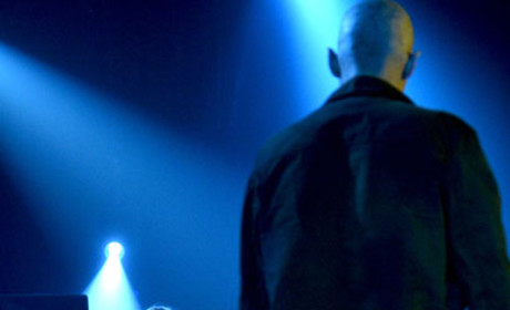 Dutch Holds Her Own - The Strain Season 1 Episode 13