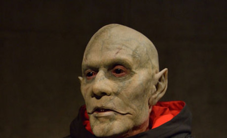 The Mysterious Quinlan  - The Strain Season 1 Episode 13