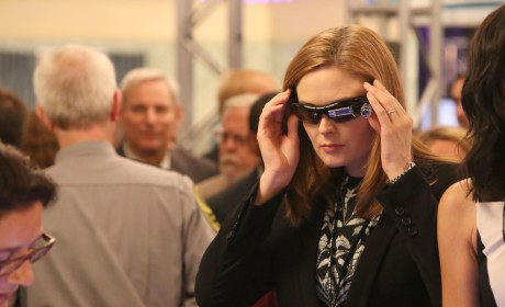 Brennan Attends a Forensic Science Convention - Bones