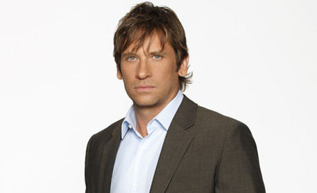 The Flash Adds Roger Howarth as Mentor for Iris