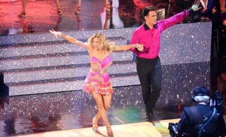 Jonathan Bennett and Allison Holker Dance the Samba - Dancing With the Stars Season 19 Episode 6
