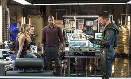 Oliver Instructs - Arrow Season 3 Episode 4