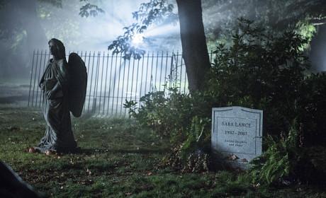 Sara's Grave - Arrow Season 3 Episode 4