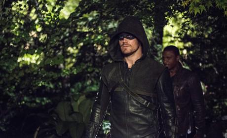 Heading Out - Arrow Season 3 Episode 4