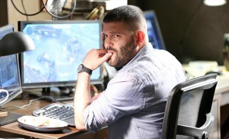 Huck Hard at Work - Scandal Season 4 Episode 8