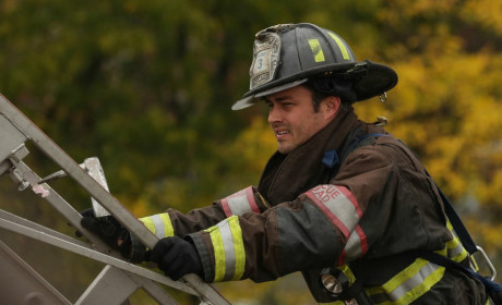 Severide prepares to climb the ladder - Chicago Fire Season 3 Episode 8