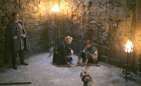 Reign Season 2 Episode 8 Review: Terror of the Faithful