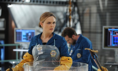 Bones Season 10 Episode 8 Review: The Puzzler in the Pit