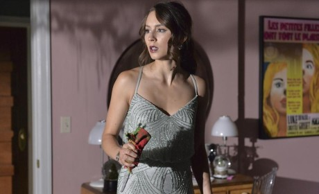Clutching a Floral - Pretty Little Liars Season 5 Episode 13