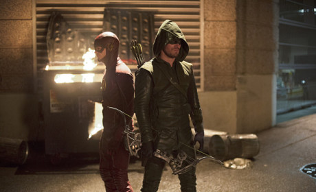 The Flash vs. Arrow Picture Preview: Crossover Alert!!!