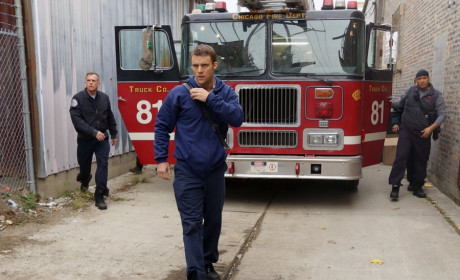 The gang arrives - Chicago Fire Season 3 Episode 10