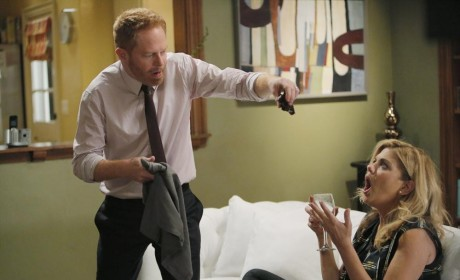 Modern Family Season 6 Episode 9 Review: Strangers in the Night