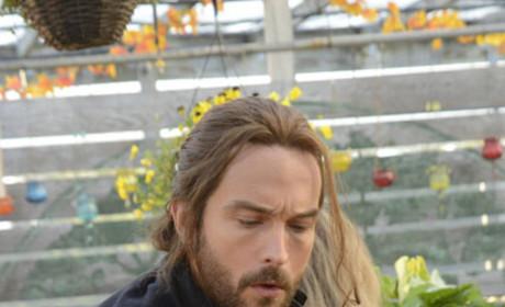 Ichabod at the Market - Sleepy Hollow Season 2 Episode 12