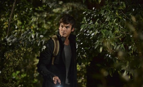 Flashing the Light - Pretty Little Liars Season 5 Episode 15