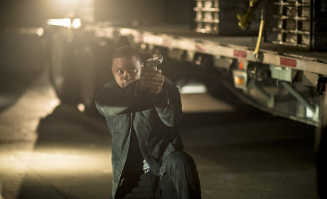 Crouching Diggle - Arrow Season 3 Episode 10