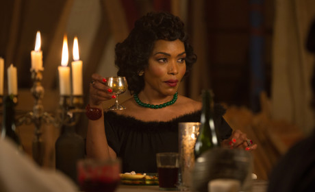 American Horror Story Season 4 Episode 12 Review: Curtain Call