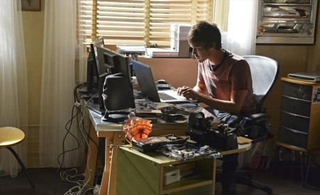 Caleb Rivers, P.I. - Pretty Little Liars Season 5 Episode 16