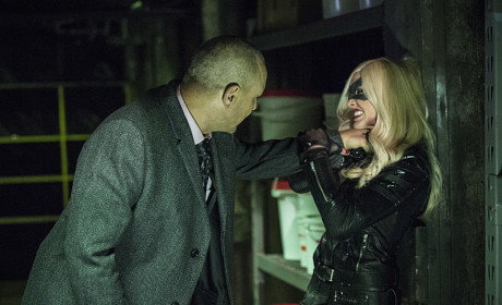 Strangle Hold - Arrow Season 3 Episode 11