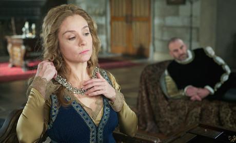 Dressing for the (former) King - Reign Season 2 Episode 12