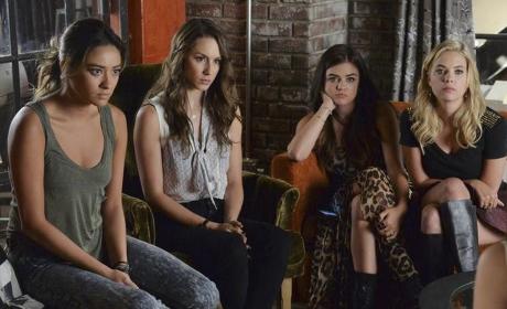 Pretty Little Liars: Watch Season 5 Episode 18 Online
