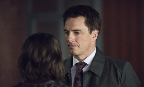 What Does She Know? - Arrow Season 3 Episode 13
