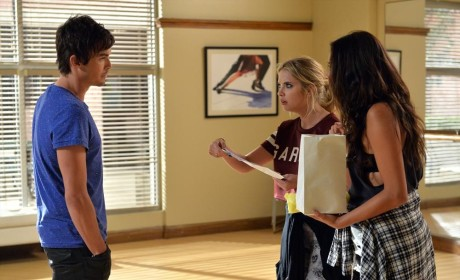 Special Delivery - Pretty Little Liars Season 5 Episode 20