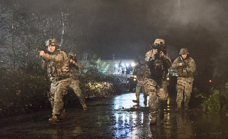 The Army Arrives - The Flash Season 1 Episode 14